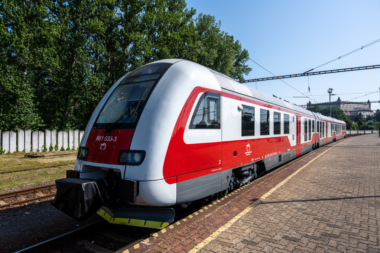 Prvé z nových dieselmotorových jednotiek už premávajú v okolí Zvolena